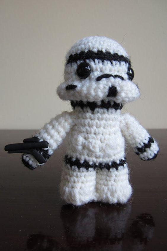 Amigurumi Hakeln Star Wars : Amigurumi, Star Wars and Krieg on Pinterest