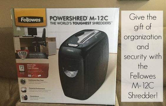 A Fellowes Shredder is a great gift for a Grad! #GiftFellowes #IC #ad