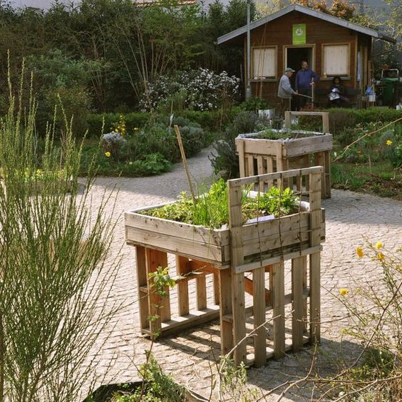 Pallet Wood Raised Garden Bed: PALLETS: Raised Garden Beds - Http://dunway.com