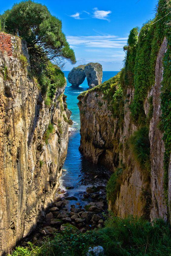 La Canalina, a small inlet in the Llanes coast, Asturias, Spain (by guillenperez).                                                                                                                                                      Más