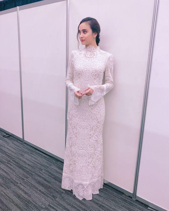 石田ニコルのドレス