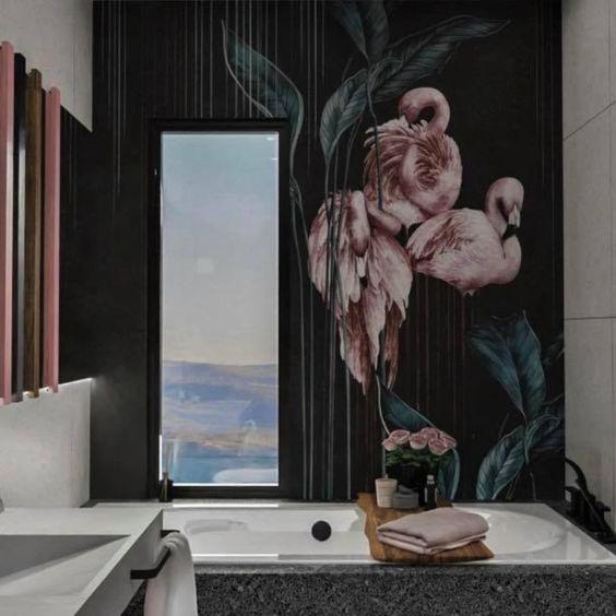 Projekt łazienki z różowymi dodatkami. Płytki lastryko
