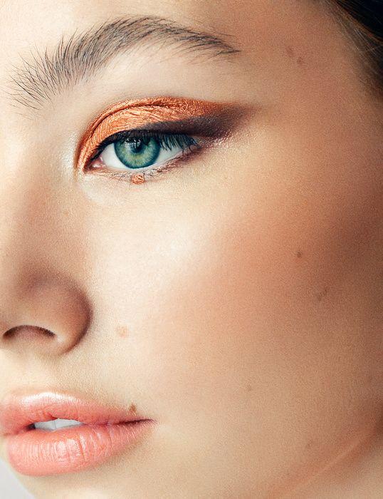 Allison Depriestre - Paris based Makeup Artist & Hairstylist - copper gold eyeshadow , elongated eyes , flawless glowy skin & peach nude lips