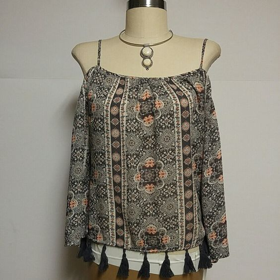 Printed Boho Cotton Cold Shoulder Top Beautiful greenish gray , off white and peach colored cold shoulder top with adjustable straps and gray tassel fringe trim around the bottom. Top has flowy 3/4 sleeves. Wore once American Eagle Outfitters Tops