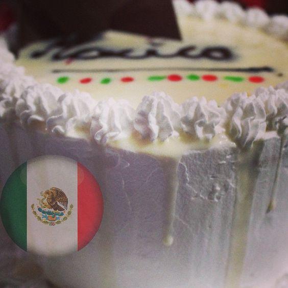 Un pastel de tres leches con chocolate muy mexicano, con un ingrediente secreto, adivinas cual???