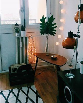 Des luminaires. | 21 trucs qu'on trouve dans tous les appartements branchés