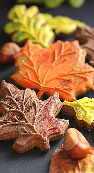 DIY Decorating Fall Leaf Cookies Cookies - 5 Easy Ways to Add Visual Interest | Sweetopia