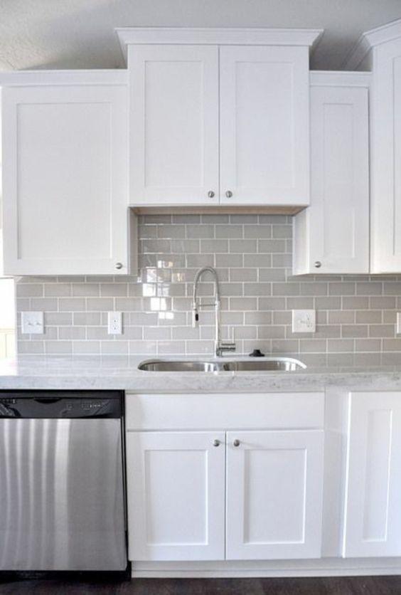 Küche küche glasfront grau : wandfliesen küche fliesenfarbe grau | kitchen inspiration | Pinterest