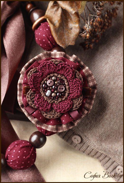 """Купить Комплект """"Вишня в шоколаде"""" - бордовый, текстильные бусы, текстильная брошь, брошь из ткани, бордо:"""
