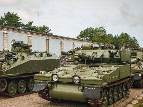 В Латвию доставили первые британские бронетранспортеры - Телеканал «Звезда»