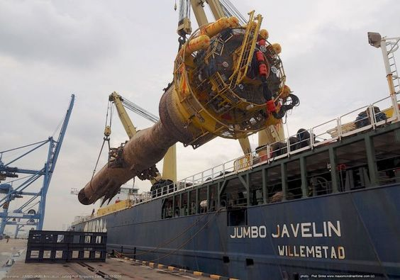 Jumbo Javelin discharged 1300 Tons Riser in Singapore