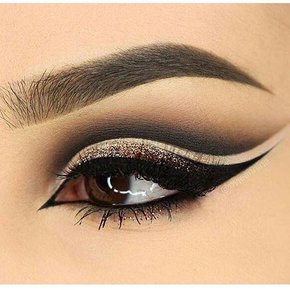 #EyeMakeup #trible cat #eyeliner black beige and Gold @stylexpert