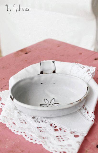 Sylloves...: Syl*s happy vintage SHOP soap dish