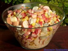 Wurst-Käse-Salat mit Mais und Paprika #Rezept