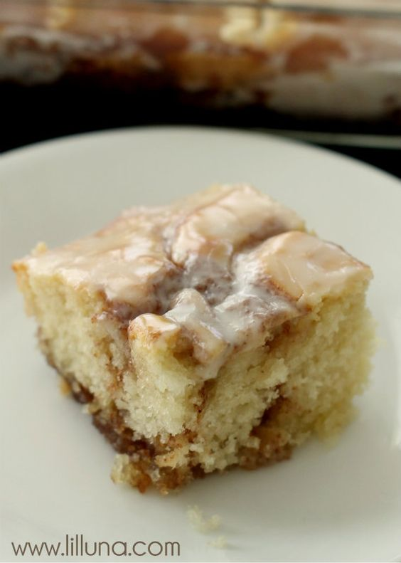 Cinnamon Roll Cake - this is another must-keep recipe. So yummy! { lilluna.com }: