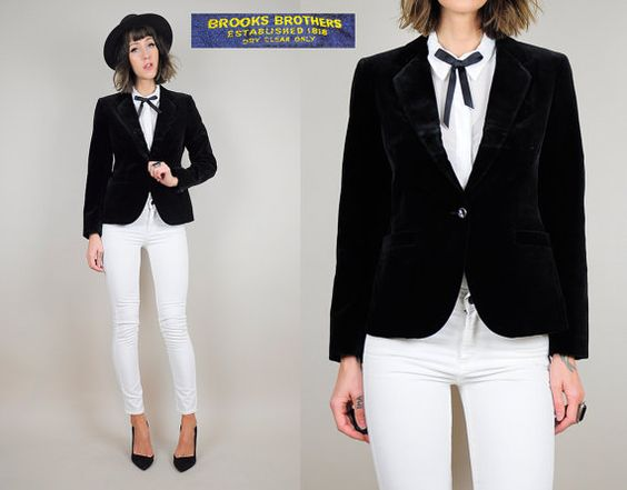 ▲ Timeless 70s black velvet Brooks Brothers blazer. Single button at the front. Fully lined with slight shoulder padding. Pockets. Deadstock -