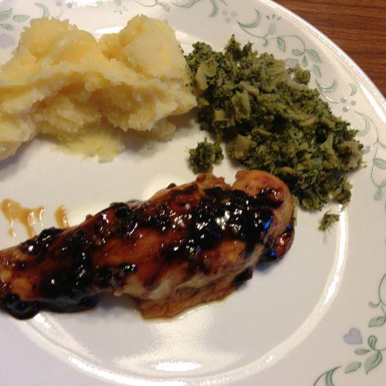 Simple garlic chicken Olive oil, garlic, brown sugar and chicken!