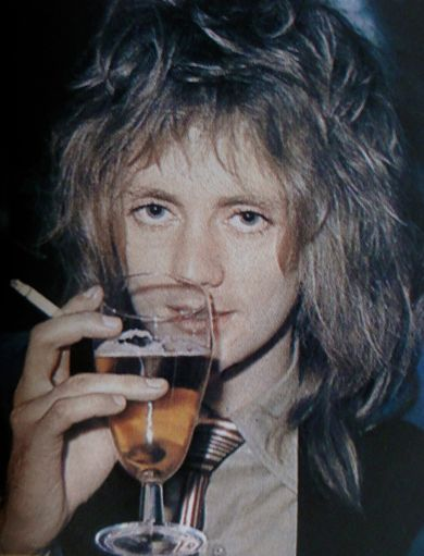 ビールを飲んでいるロジャー