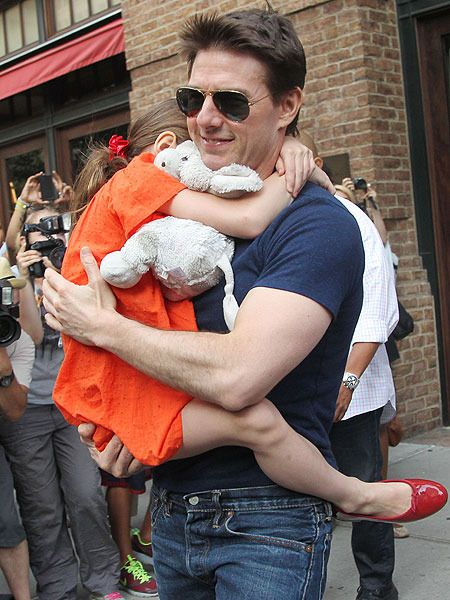 Tom Cruise Sues Magazine for Child Abandonment Claim