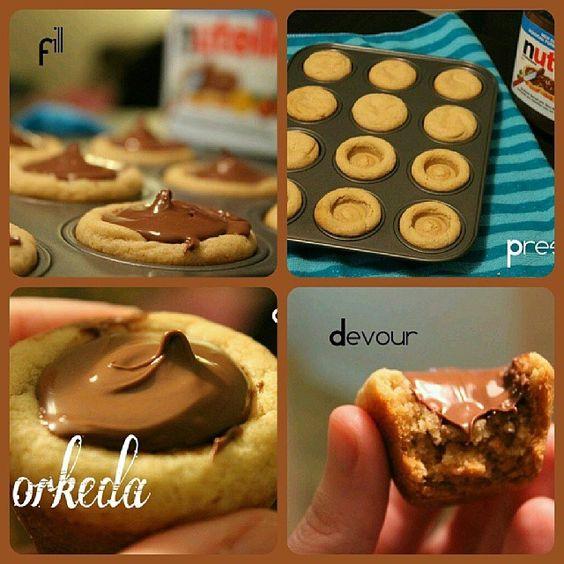 كب كوكيز بالنوتيلا قالبين زبده حجم القالب ١٠٠جم يعني الكل٢٠٠جم ثلاث ارباع كاس سكر بني ثلا Foodies Desserts Classic Cookies Recipes Chocolate Chip Cookie Cups