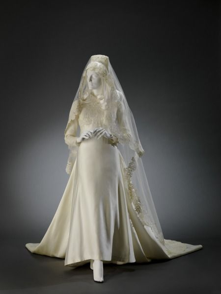 1969, America - Wedding Dress, Train, Bow and Headpiece by Priscilla of Boston - sSynthetic material, lace, and tulle: