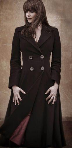 Amanda Tapping - a.) I love this actress. b.) I love this coat!