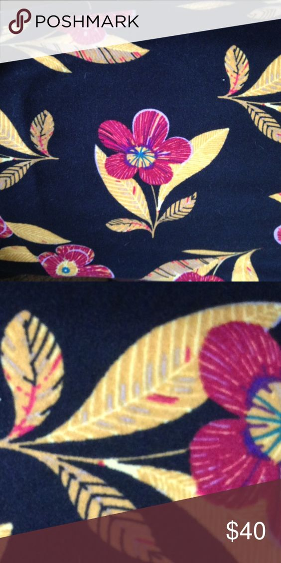 TC Lularoe leggings Gorgeous flower leggings with so many details. So many possibilities on how you can wear them. LuLaRoe Pants Leggings
