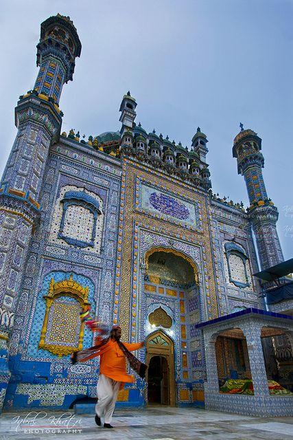 "Mystic chant of devotee | Shrine of Sufi saint ""Sachal Sarmast"" - Sindh Pakistan"