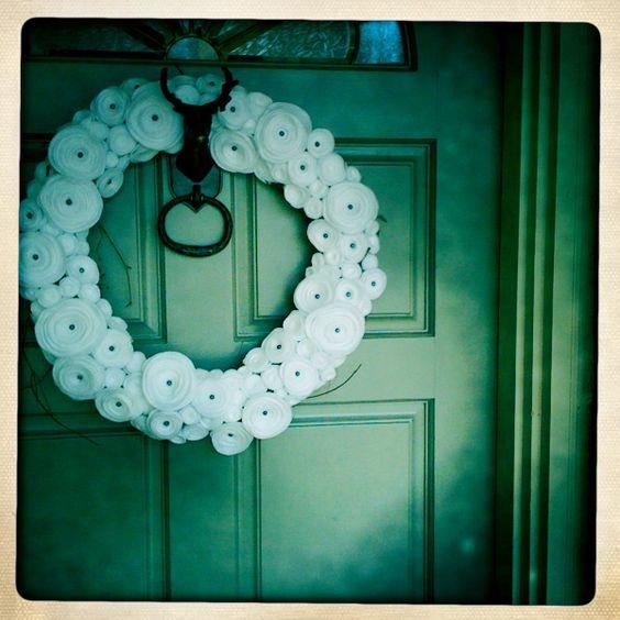 white wreath.
