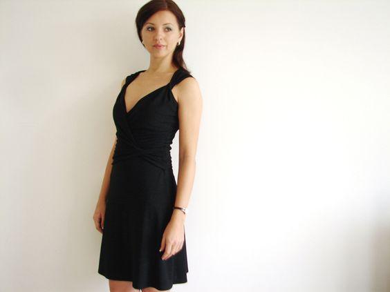Knielange Kleider - Eine schmeichelhaftes A Linie Schwarz Jersey Wicke - ein Designerstück von LuciaVerona bei DaWanda