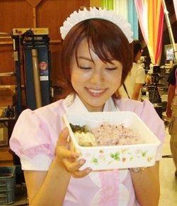 本田朋子メイド風の衣装で可愛い画像