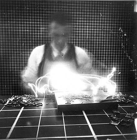 FRANK & LILLIAN MOLLER GILBRETH // LIGHT PAINTING STUDIES(1914)