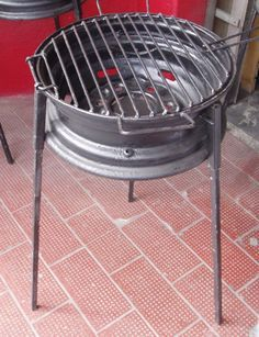 Barbeque made from a tire rim. The legs come off and the lid flips. Easy to put in the back of your car for a picnic. Great use of a tire rim.