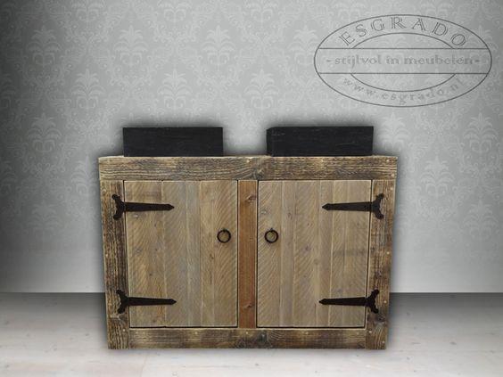badkamermeubel van steigerhout met hardstenen wasbakken