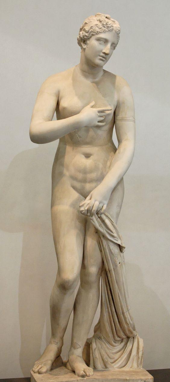 Afrodita de Menofanto, una Venus Púdica firmada por Menofanto, siglo I a. C., hallada en San Gregorio al Celio, Roma (Museo Nacional Romano)