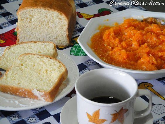 Homemade Bread, Pumpkin Jam and Coffee ... Yummy!    Pão caseiro, doce de abóbora e café!