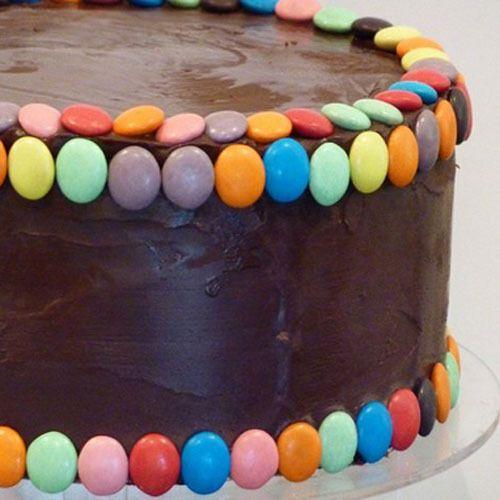 ideas para decorar una tarta de cumpleaos con lacasitos bizcochos y tartas recetas