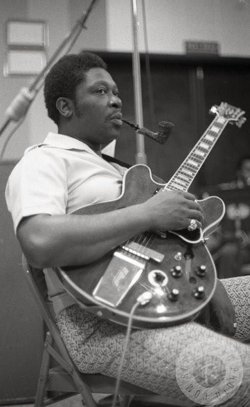 Bb King Never Knew He Smoked A Pipe Awesome Pic Pipes