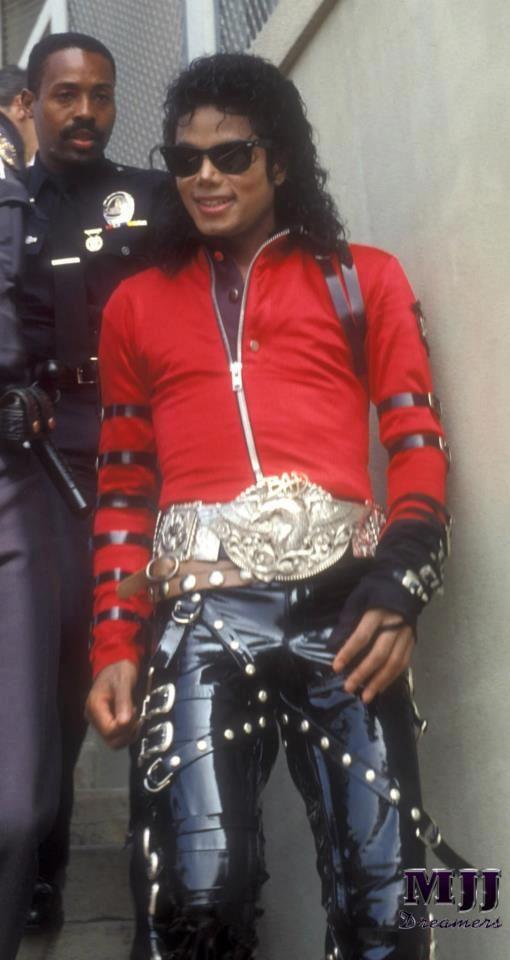 赤トップスのマイケルジャクソン