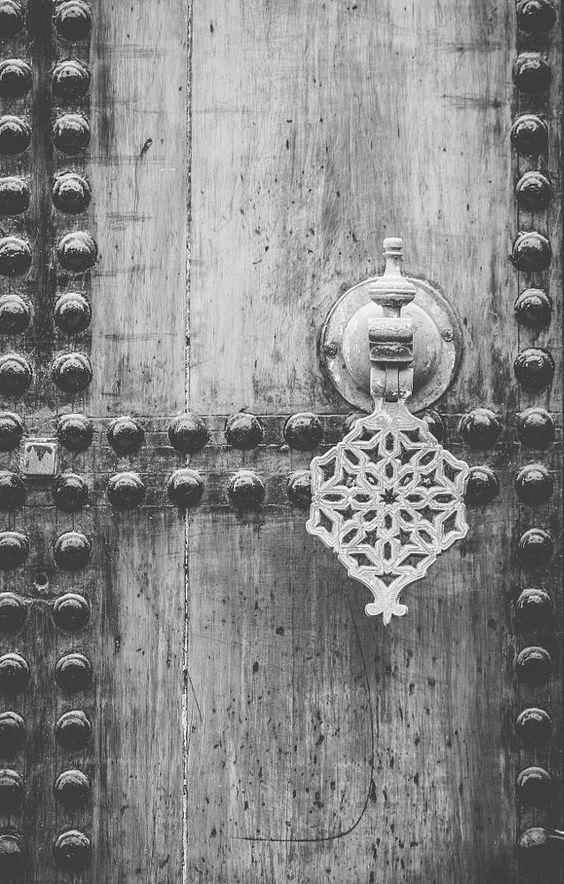traditional door by Mahmoud Shaheenov on 500px