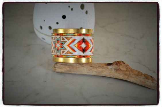 Large bracelet peyote manchette jonc doré avec tissage perles Miyuki motif…