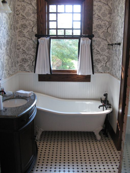 Craftsman bathroom cool it 39 s not super sized it 39 s small for Super tiny bathroom