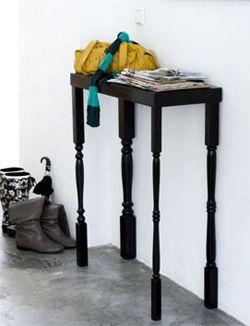 Niet iedereen heeft een grote hal, maar deze kleine, stoere tafel past misschien nét. Je maakt 'm eenvoudig zelf. 101woonideeen.nl/zelfmaken/haltafel.html