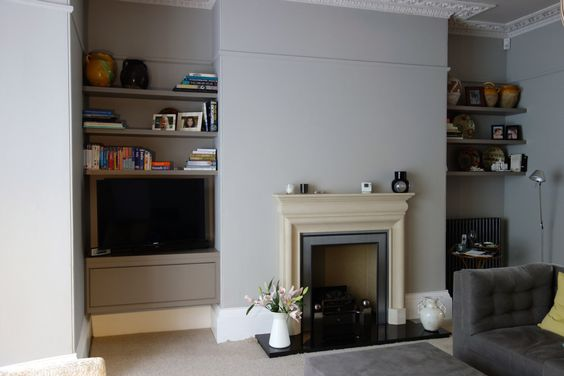 These floating shelves and media unit were installed in a beautiful Grade I listed Georgian house in Bath. They were designed in collaboration with Interior Designer Claire Hall. The Media unit fea...