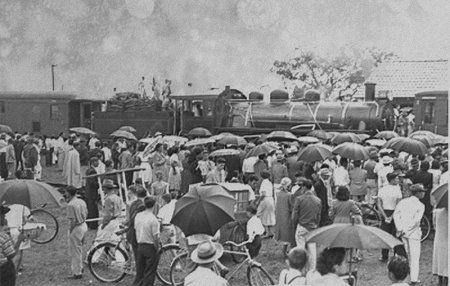 INAUGURAÇÃO DA ESTAÇÃO FERROVIÁRIA DE ITAJAÍ NO BAIRRO FAZENDA NO ANO DE 1954.