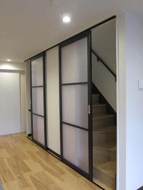 2階の階段口に1本レールに2台の引き戸を設置 引き戸 タチカワ