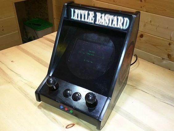 Borgdog's Little Bastard : Revolving Screen Bartop