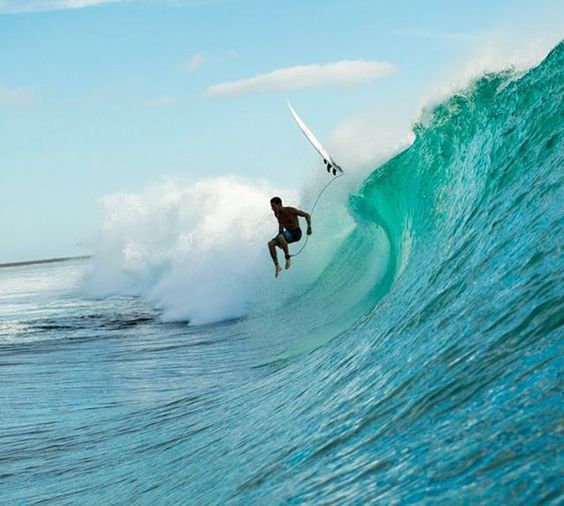 SURFERさんはInstagramを利用しています:「It's never a good time to get acquainted with the reef. @_balaram eyes his landing and prepares for the inevitable. Photo: @tomcarey #Surfer #SurferPhotos」