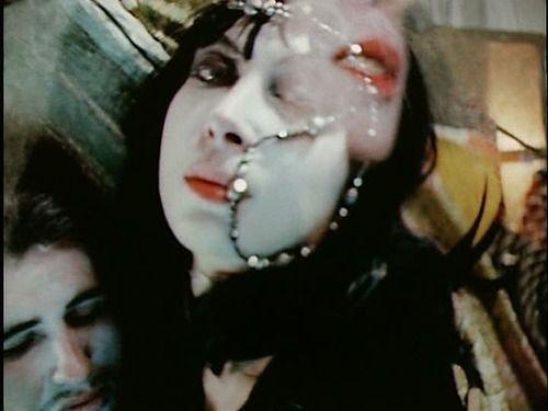 Eröffnung METROPOLIS KINOSOMMER und FLORA@LABORA mit dem Stummfilm NORMAL LOVE (USA 1963-1965) des Underground-Filmemachers Jack Smith. Traumartiger Film ohne wirkliche Geschichte, der sich allein auf seine bewegten Bilder verlässt.   Tolle musikalische Begleitung durch Andy Giorbino und Katrin Achinger! Kurzfilme im Vorprogramm: The Woods (2014), Birth of a Flower (1910), Der Kaktus (1994). http://www.metropoliskino.de/index.php?id=28#4