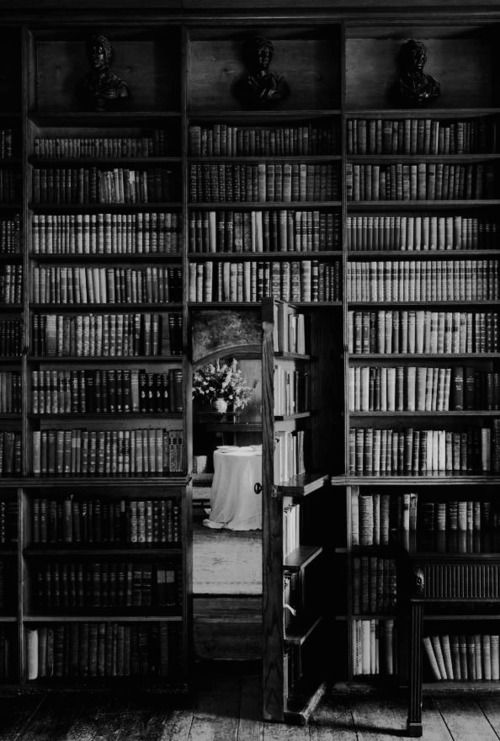 A companhia dos livros dispensa com grande vantagem a dos homens. - Marquês de Maricá